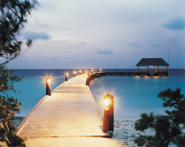 low_079169_44152015_arrival_jetty_at_night
